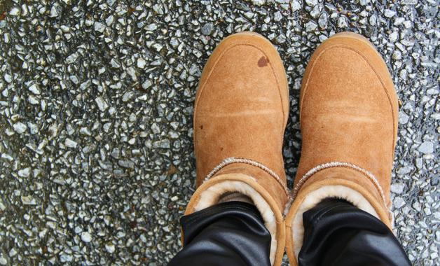 Como limpar bota de camurça
