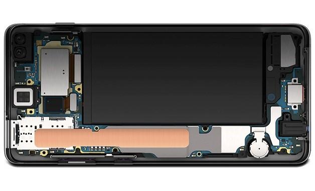 4255dbfb5f A diferença no desempenho fica mesmo por conta das diferentes opções de  memória RAM. O Galaxy S10 tem duas versões, com armazenamento de 128 GB ou  amplos ...
